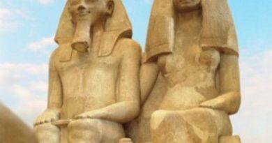 Аменхотеп III и Царица Тия