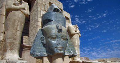 Рамессеум. Боги и Рамсес II