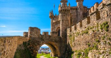 Замок Понферрада — следами тамплиеров. Испания