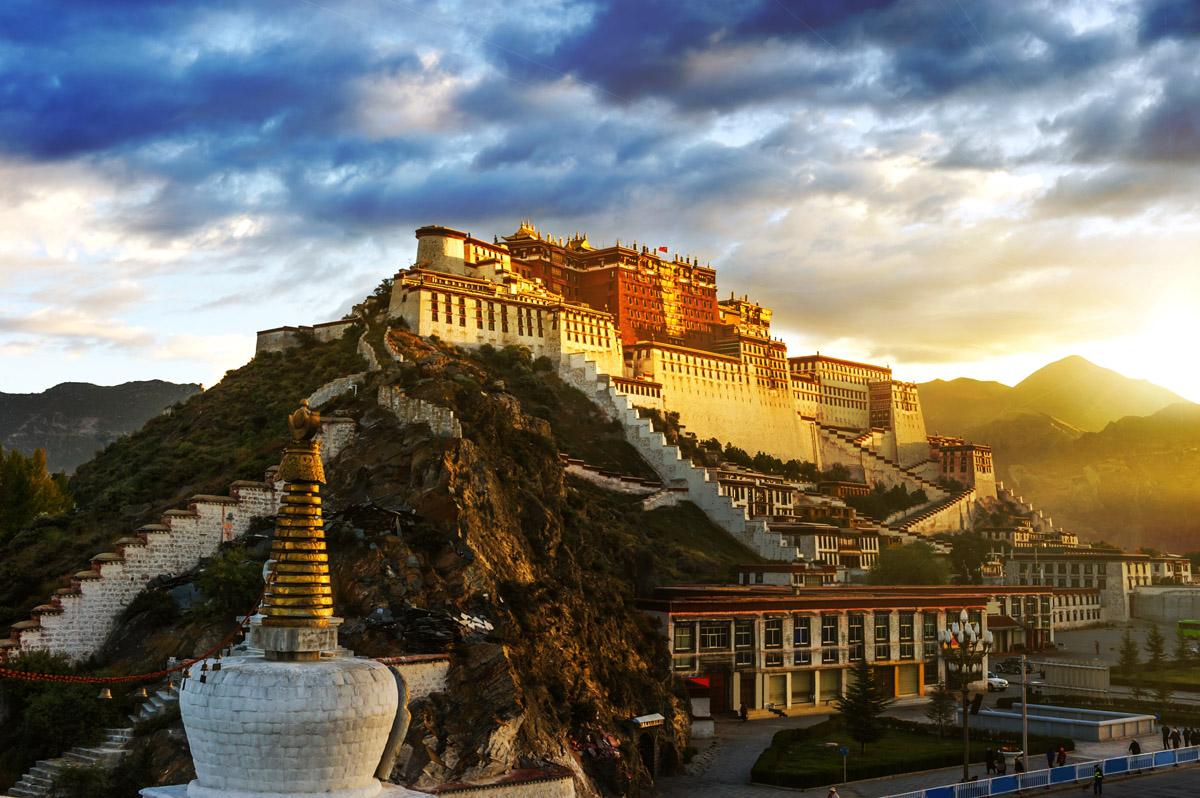 Дворец Потала — самый высокогорный древний замок в мире. Тибет