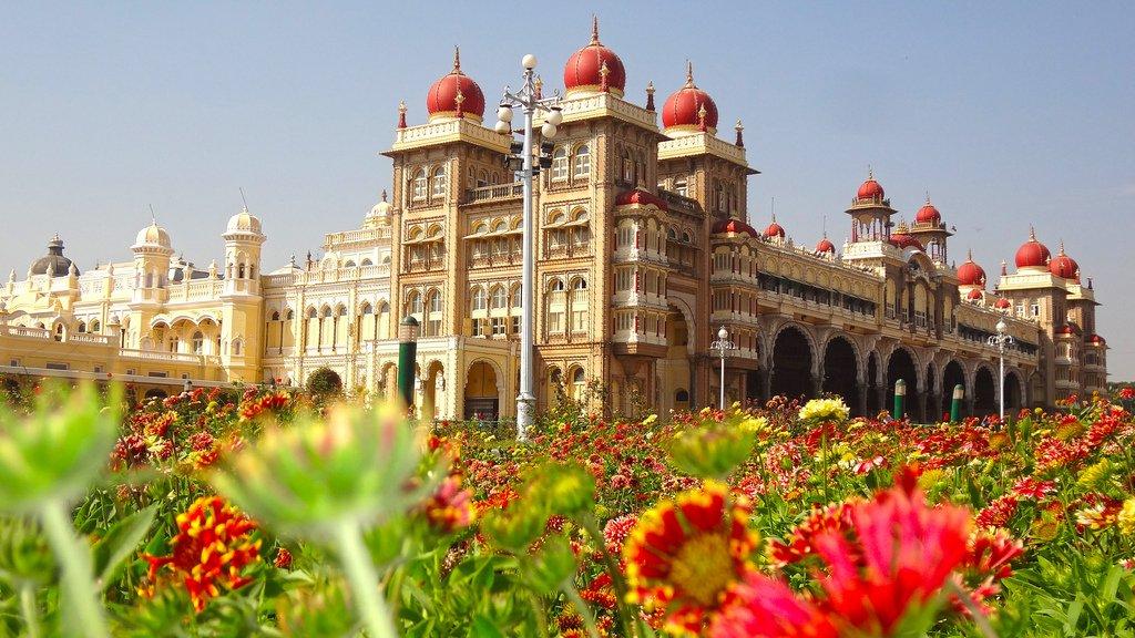 Майсурский дворец — сияние под мраморными куполами. Индия